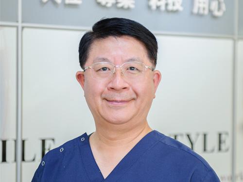 杏蓉牙醫院長 李泰憲 醫師